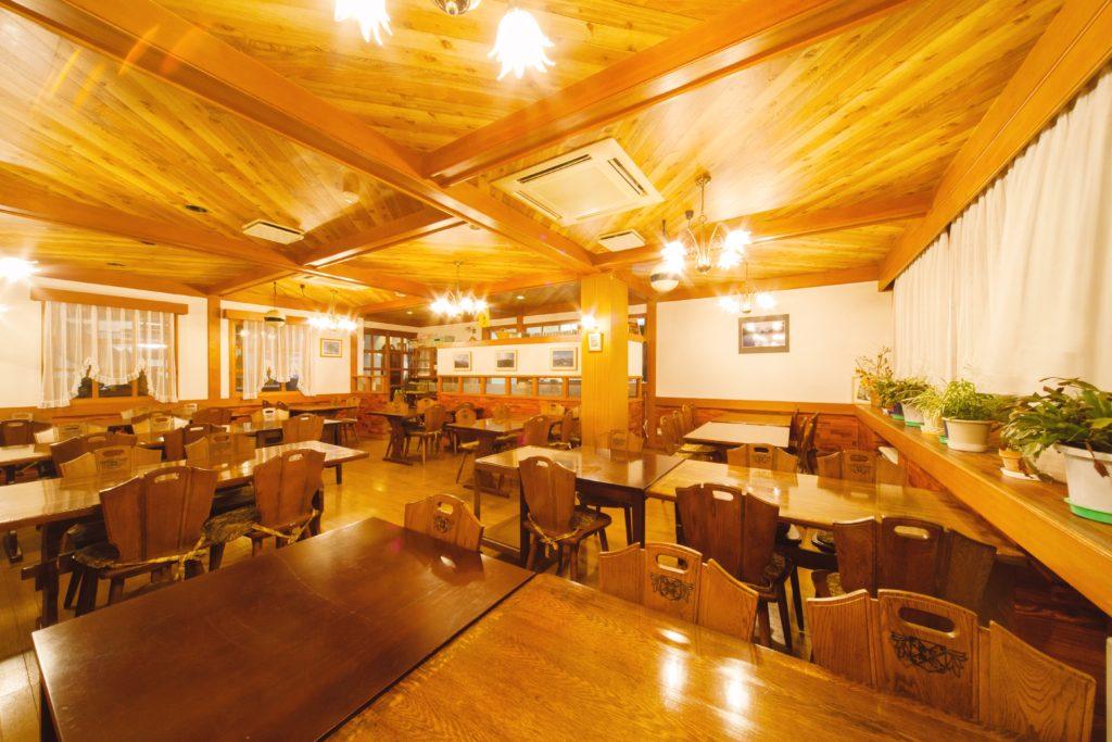 心を込めてご提供する食事を当館の食堂でお楽しみくださいませ。